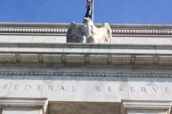 Hausse du taux directeur de la Fed : la prudence est de mise