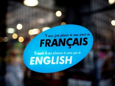 Marceau maintient la traduction intégrale des prospectus en français.