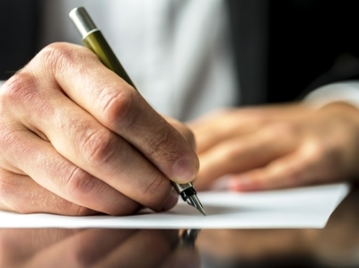 Les régulateurs doivent s'attaquer aux commissions
