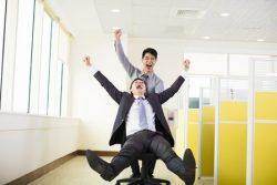 Les conseillers heureux sont bons pour les affaires