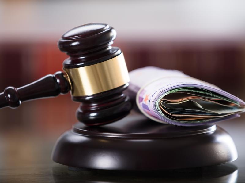 Amendes de 616 000 $ pour un stratagème d'investissements illégal