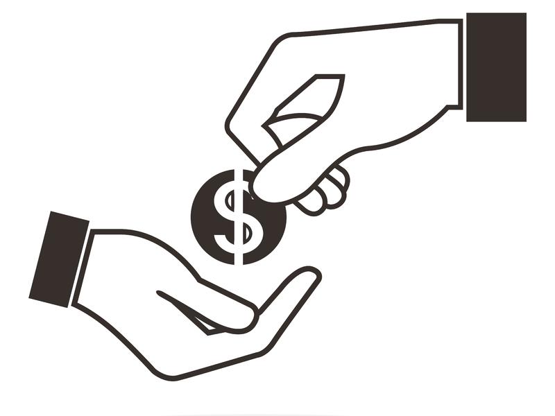 Une main donnant un dollar à une autre main.