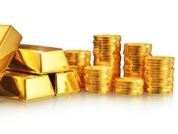 Un tas de lingots d'or à côté de plusieurs tas de pièces en or.