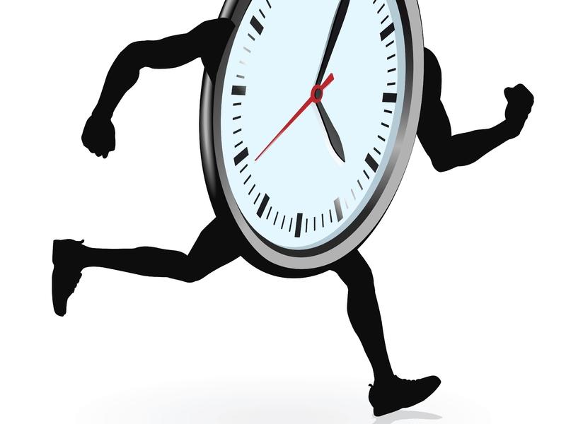Une horloge qui court.