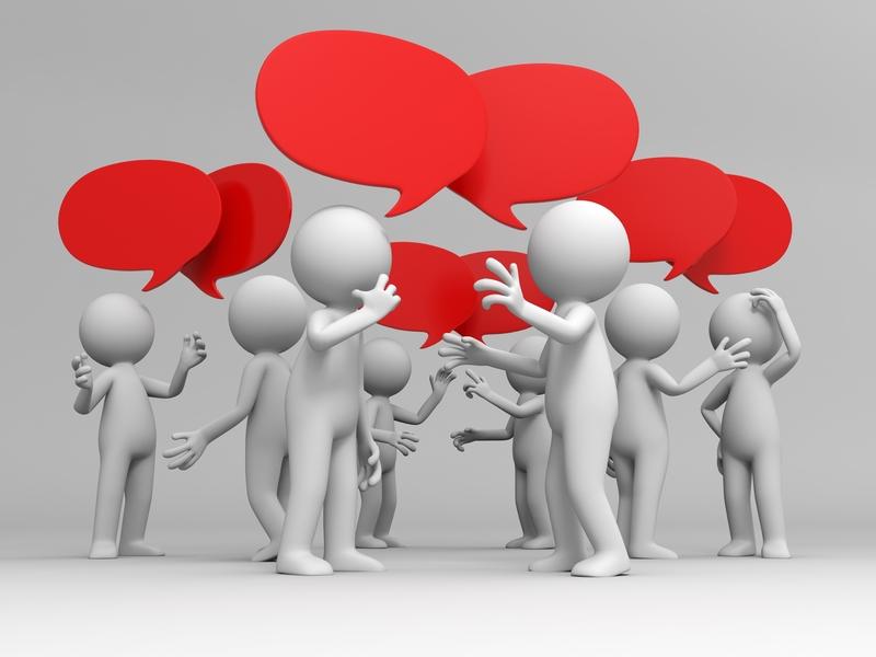 Des personnes qui discutent ensemble de façon animée.