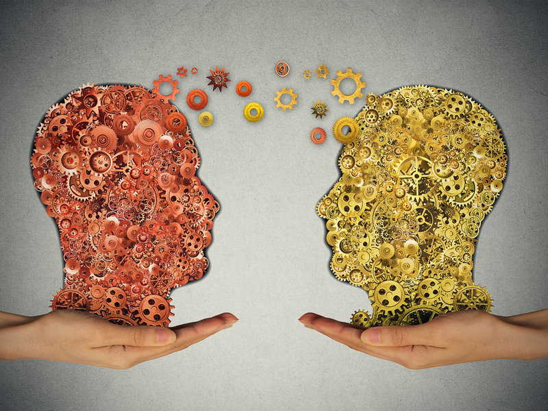 deux têtes composées de rouages. Ils discutent et se passent des rouages.