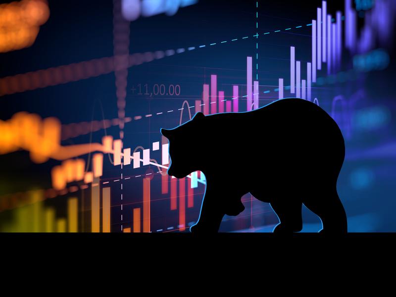 Une silhouette d'ours sur un fonds de graphique de marché haussier.