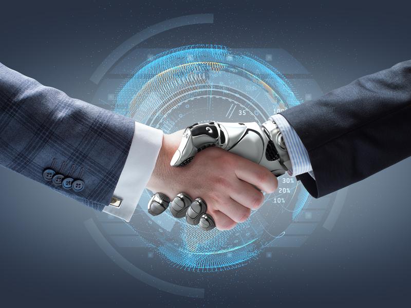 Un homme d'affaire serrant la main à un robot.