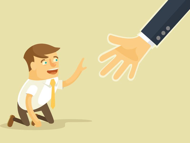 Une main aide un homme d'affaires à se relever.