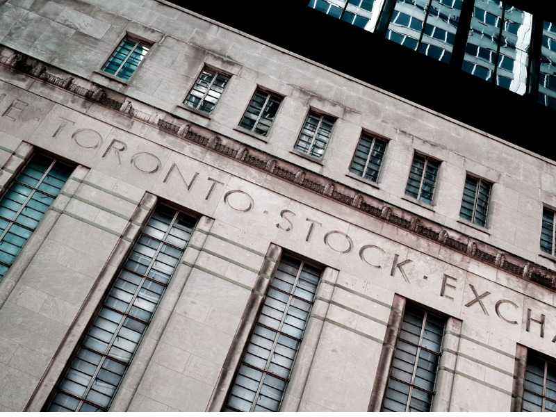 Une photo du bâtiment de la Toronto Stock Exchange.