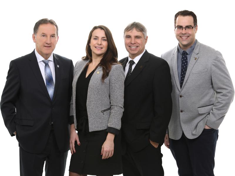 M. Claude Tousignant, Mme Joanie Champagne, M. Louis Toupin et M. Maxim Vézina de l'Équipe Toupin, Tousignant et Vézina de RBC Dominion valeurs mobilières.